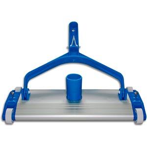 Barrefondo manual para aspirar el fondo de la piscina