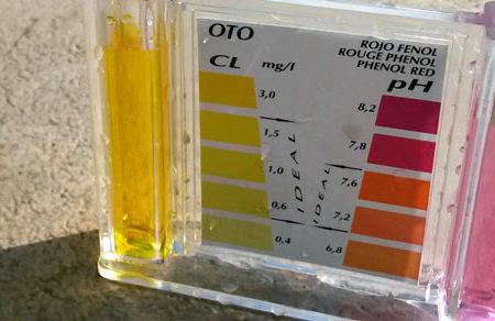 Medir cloro y pH en piscina pública